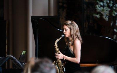 Duke of Rutland Hosts Recital with Amy Dickson